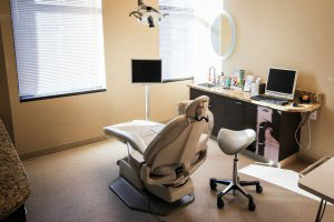 Uptown Comprehensive Dentistry and Prosthodontics | Dental Chair and Room